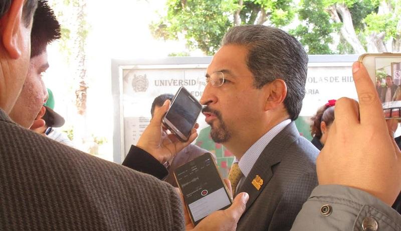 Medardo Serna indicó que hay que redoblar esfuerzos en materia académica y administrativa, como un plan emergente para que no se afecte el curso de las labores sustanciales de la Casa de Estudios por la toma del complejo nicolaita