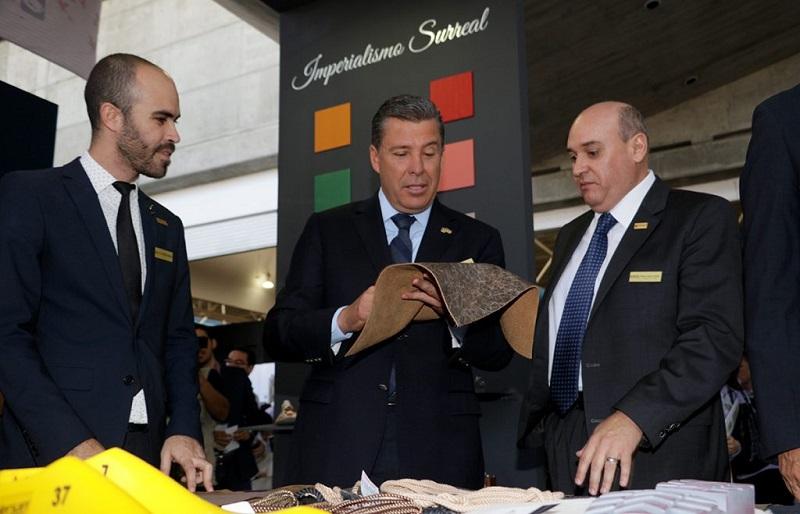 El Clúster Cuero–Calzado representa, informó el Ejecutivo, el 10.5 por ciento del PIB Estatal, da empleo a más de 150 mil guanajuatenses y se tienen 248 empresas que están exportando