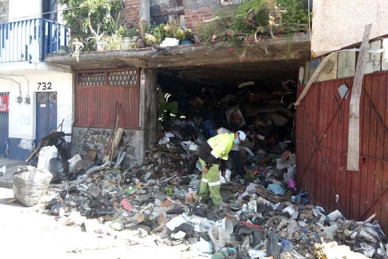 Cabe mencionar que el número habilitado para realizar las denuncias es el 3 13 34 50 de la Dirección de Residuos Sólidos y estas pueden ser al observar una persona que tira basura en la vía pública, desechos de materiales de la construcción en caminos rurales o baldíos