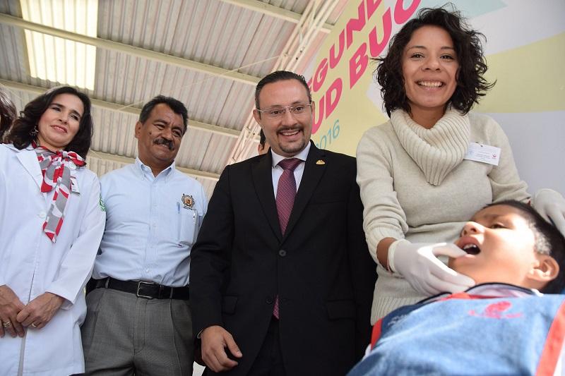 Germán Ortega Silva, subsecretario de Salud en Michoacán, felicitó a las maestras del CADI por fomentar el cuidado e higiene bucal en los pequeños para poder disminuir las cifras de enfermedades bucales