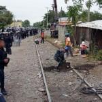 Personal de la empresa ferroviaria restauró el tramo de riel dañado para reanudar la circulación del tren