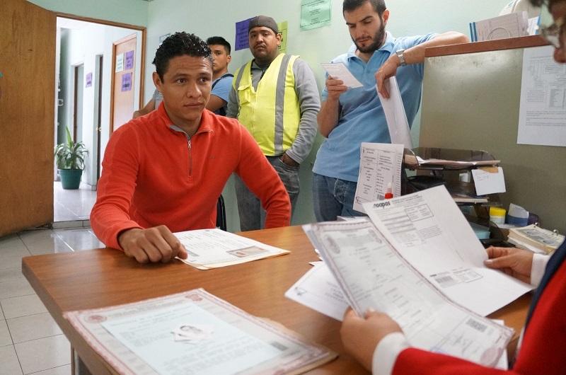 El Director de la Junta Municipal de Reclutamiento, Arturo Nateras Espinosa, recordó que una vez que los interesados hicieron su trámite deberán de pasar por la Pre cartilla para continuar con la liberación de esta con las autoridades castrenses en la XXI Zona Militar