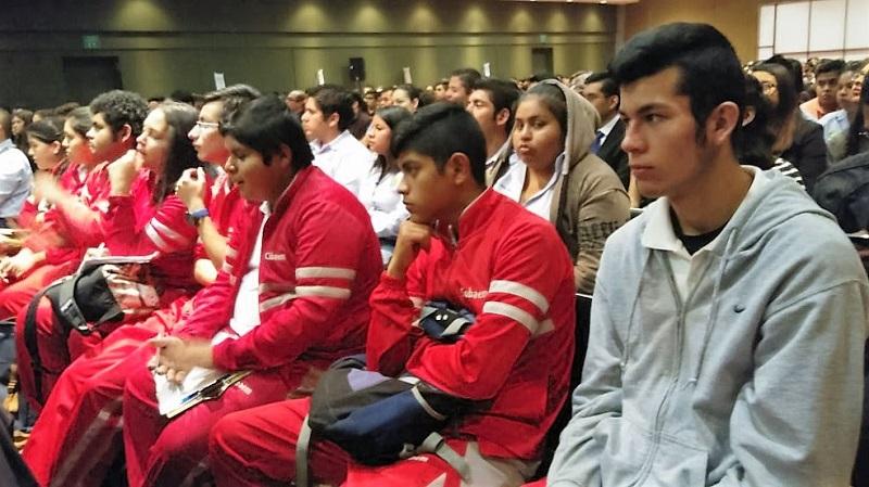 Soto Sánchez dijo que es importante también vincular cada vez más a los jóvenes universitarios con la vida productiva, de tal forma que con la práctica, los muchachos aporten sus conocimientos en pro de la economía, desarrollo y productividad en el estado
