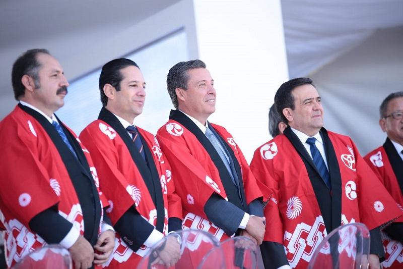 Durante las intervenciones del Mandatario estatal vecino y el Secretario Federal, se destacó la presencia de Domínguez Servién, al coincidir que proyectos como este benefician a toda una región, misma en la que Querétaro es pieza importante en el ramo