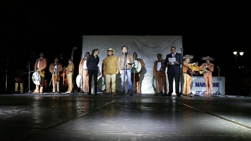 """Con dos horas y media de música de diferentes compositores, los asistentes corearon las canciones como """"Cariño dónde andas"""", """"Son de la Negra"""", """"Caminos de Michoacán"""" entre otras canciones"""
