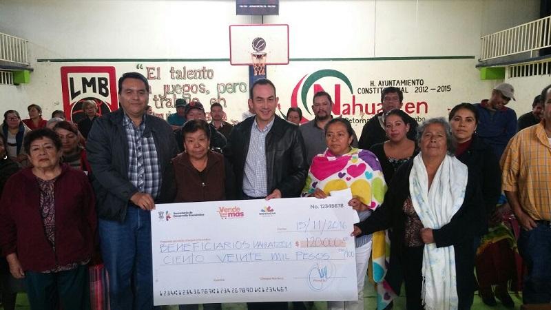 Soto Sánchez pidió a los habitantes de Nahuatzen presentar proyectos productivos para que en dicho municipio y en la región se reactive la economía y generar así desarrollo y prosperidad