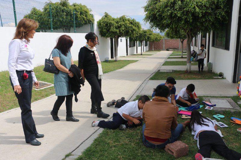 Acompañadas por la Jefa de departamento del CCD, Ana Isabel Dávila Munguía, las representantes de la Asociación Internacional de Ciudades Educadoras, acudieron al Colegio de Morelia para participar en un taller vivencial