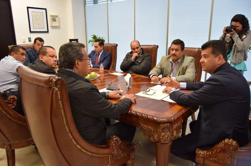 Al encuentro asistieron el subsecretario de la dependencia estatal, Carlos Gómez Arrieta y los diputados que integran dicha comisión, Roberto Carlos López García, Wilfrido Lázaro Medina y Juan Figueroa Gómez