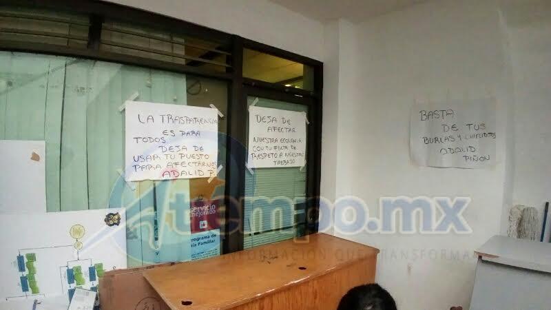 De acuerdo con los manifestantes, Piñón Sosa ha venido beneficiando a los trabajadores del SEMACM (FOTO: FRANCISCO ALBERTO SOTOMAYOR)