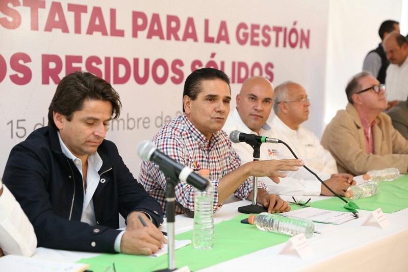 Por su parte, el representante del Fondo Nacional de Infraestructura de Banobras, Roberto Dueñas García, explicó a los munícipes las alternativas de financiamiento y acceso a fondos para la inversión en infraestructura de rellenos sanitarios
