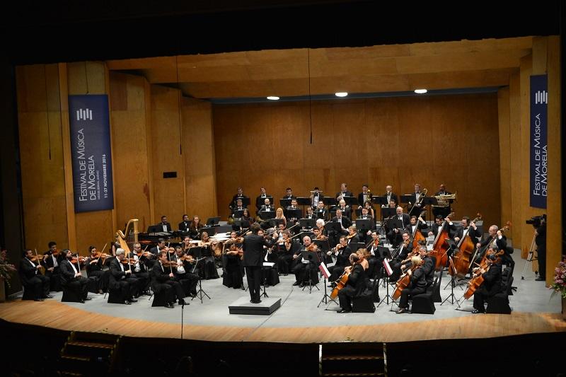 Martínez Alcázar acudió al Concierto Inaugural que se llevó a cabo en el Teatro Morelos.