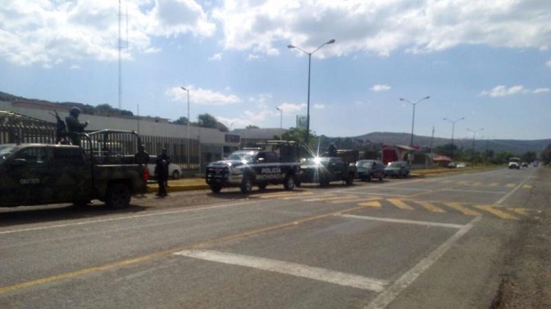El despliegue de elementos de la Policía Michoacán, en coordinación con la Secretaría de la Defensa Nacional, Policía Federal y la Procuraduría General de Justicia del Estado, fue reforzado desde la mañana del pasado sábado con la instalación de filtros de revisión