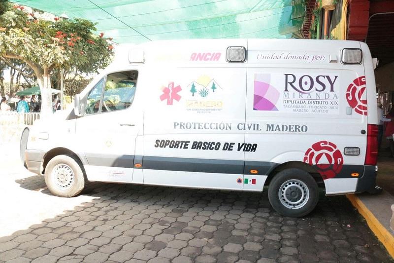 La diputada del PRI dijo que con esta entrega, hecha con fondos propios, cumple con la petición que realizó el munícipe, Jorge Armando Ortega