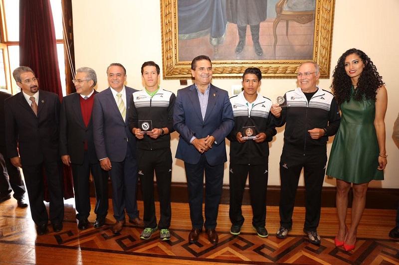 En la ceremonia de premiación también estuvieron presentes la directora general de la Cecufid, Edna Díaz Acevedo; el secretario de Gobierno, Adrián López Solís; y, el secretario de Educación, Alberto Frutis Solís