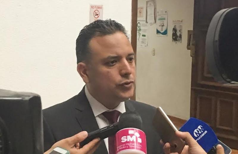 Hace más de un año, Quintana Martínez pidió a las autoridades universitarias que se comprometieran a entregar una propuesta de nueva Ley Orgánica a más tardar en marzo; el Congreso de Michoacán sigue esperando ese proyecto