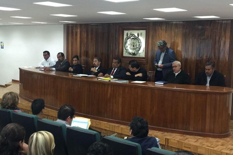 El rector nicolaita sostuvo una reunión de trabajo con integrantes del SUEUM encabezados por su líder, Eduardo Tena Flores, en la sala del Honorable Consejo Universitario
