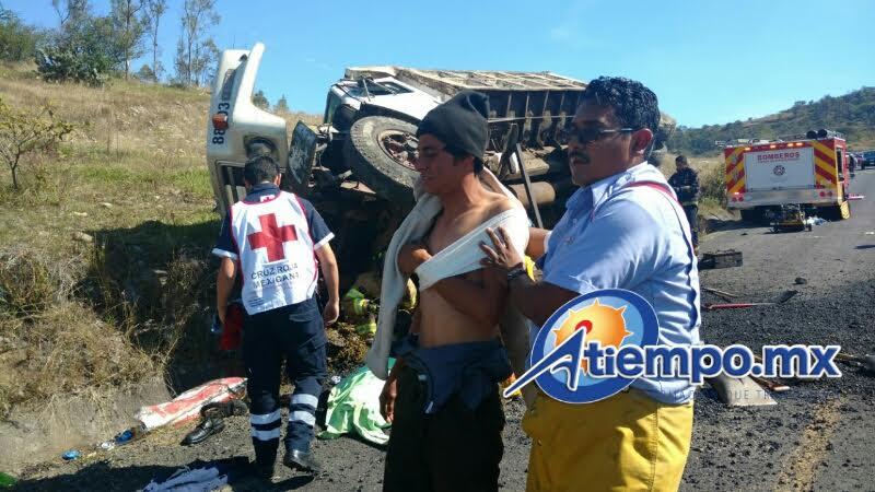 Al lugar arribaron elementos de la Policía Michoacán, quienes acordonaron la zona (FOTO: FRANCISCO ALBERTO SOTOMAYOR)