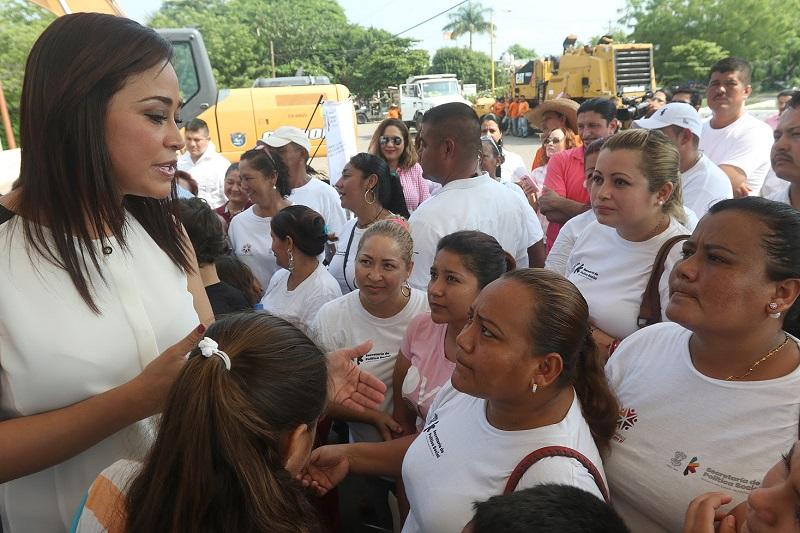 A través de la Sepsol el Gobierno del Estado opera el programa Sí Alimenta, en el que más del 50% de los beneficiarios son mujeres de los 113 municipios de la entidad