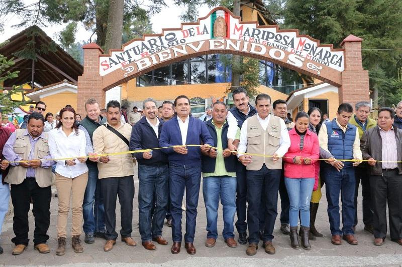 En el santuario El Rosario, ubicado en el municipio de Ocampo, el jefe del Poder Ejecutivo en la entidad, también se comprometió con los ejidatarios para concretar la homologación del pago de los servicios ambientales