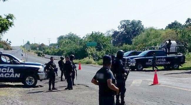 Los presuntos implicados, droga, cargadores y vehículos fueron puestos a disposición de la autoridad competente