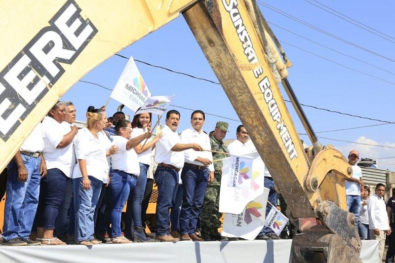 El presidente municipal de Buenavista, Lorenzo Barajas Heredia, nuevamente agradeció el apoyo permanente del gobernador y su constante presencia en la región de Tierra Caliente