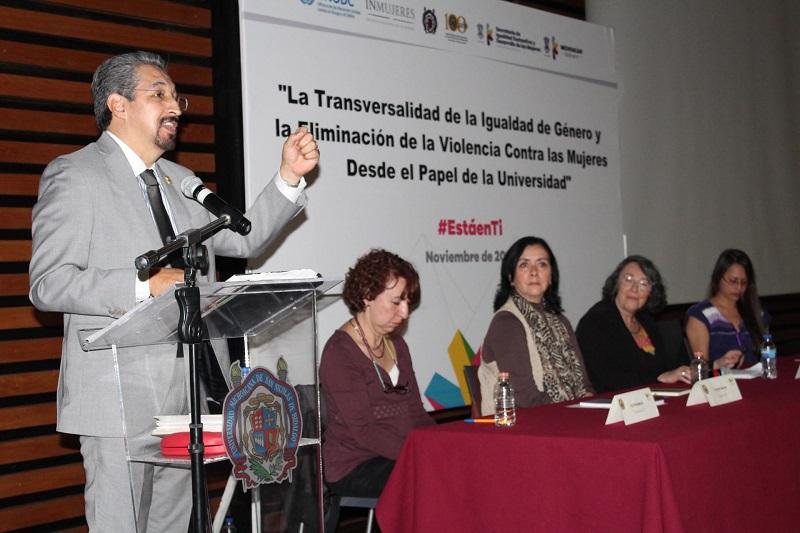 El evento tuvo lugar en el Centro de Información, Arte y Cultura de la Casa de Hidalgo, donde Serna González elogió el papel de los organismos públicos y sociales en la lucha por la igualdad de las mujeres