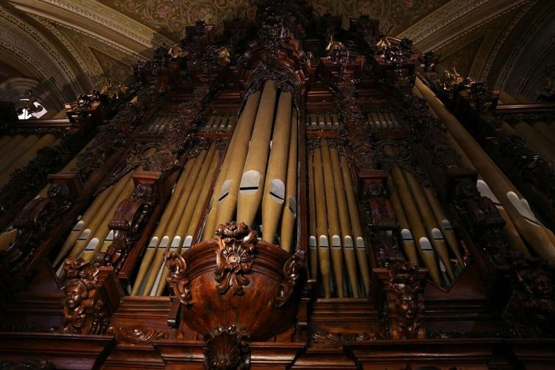 Cabe señalar que por primera ocasión se entregará la Presea Alfonso Vega Núñez, y será otorgada a dos destacadas personalidades, como el organista Víctor Urbán el 16 de diciembre, y al tenor Fernando de la Mora, el 6 de diciembre