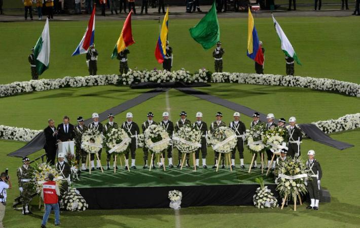Los aficionados del conjunto brasileño rindieron un homenaje simultáneo a las víctimas en su localidad, Chapecó