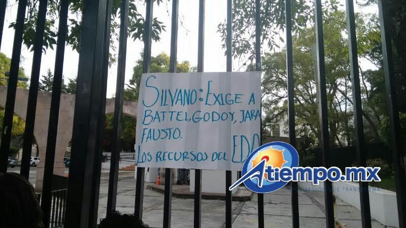 El cierre a la circulación se ha extendido a la Avenida Acueducto y las Tarascas, por lo cual se recomienda tomar precauciones (FOTOS: MARIO REBOLLAR)