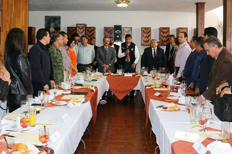 El titular de la SSP anunció que durante los primeros meses del 2017 la localidad contará con uno de cinco cuarteles regionales que tendrá la Policía Michoacán, los cuales permitirán fortalecer las acciones de seguridad en el interior del estado