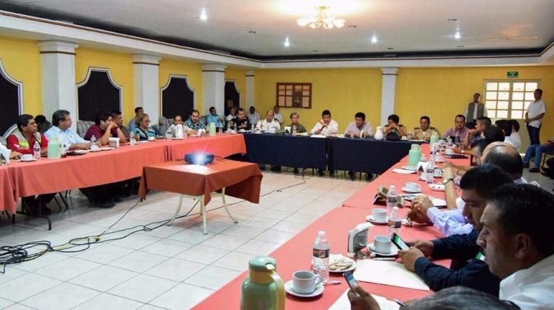 En su intervención el alcalde de Lázaro Cárdenas, Armando Carrillo Barragán, agradeció a Juan Bernardo Corona el seguimiento que le da a estas reuniones con las que se fortalecen lazos y la coordinación de los tres órdenes de gobierno
