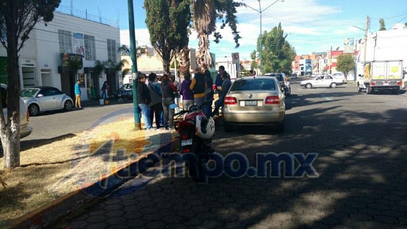 Los inconformes amagaron con bloquear el tránsito vehicular en la Calzada Ventura Puente, pero fueron conminados por autoridades de la SSP para no hacerlo (FOTO: FRANCISCO ALBERTO SOTOMAYOR)
