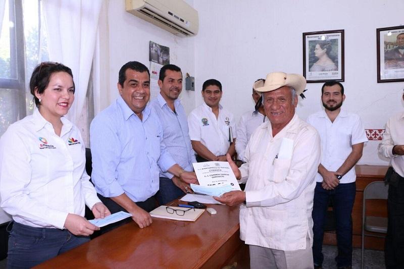 Elías Ibarra refrendó su compromiso de continuar apoyando a la población de su municipio para que puedan acceder a este tipo de apoyos y a todos los que ofrece el gobierno estatal en favor de la población, con la finalidad de lograr el bienestar y desarrollo de todos