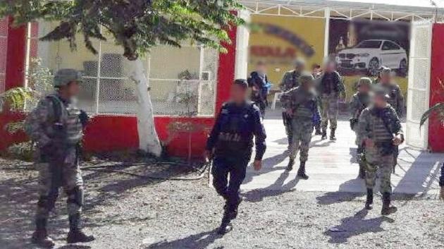 Los presuntos implicados, vehículos, arma de fuego, cartuchos, cargadores y droga fueron puestos a disposición de la autoridad competente