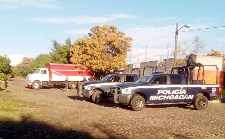 Los presuntos implicados, la droga, los vehículos, las armas de fuego, los cartuchos, los cargadores y distintos artículos fueron puestos a disposición de la autoridad competente