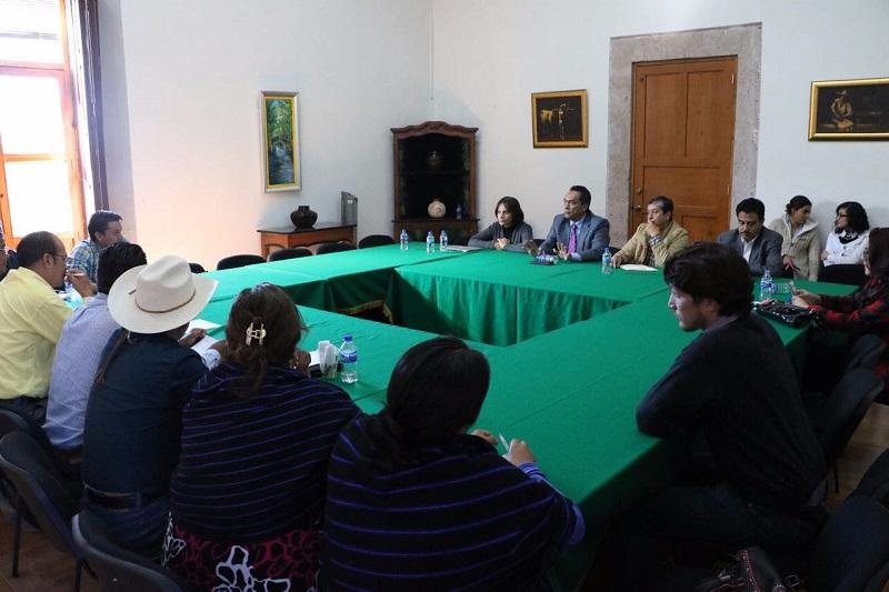López Solís sostuvo que se cumplirán con los pendientes en cuanto al camino de acceso al captador pluvial; el parque lineal Cherán-Nahuatzen; la dotación de un camión recolector de basura, mismo que está listo para ser entregado, entre otras