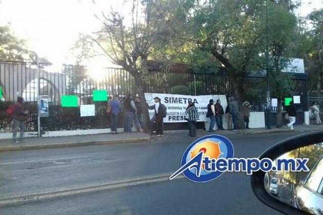 Continúan las manifestaciones casi diarias frente a la Secretaría de Finanzas y Administración del Gobierno de Michoacán (FOTO: FRANCISCO ALBERTO SOTOMAYOR)