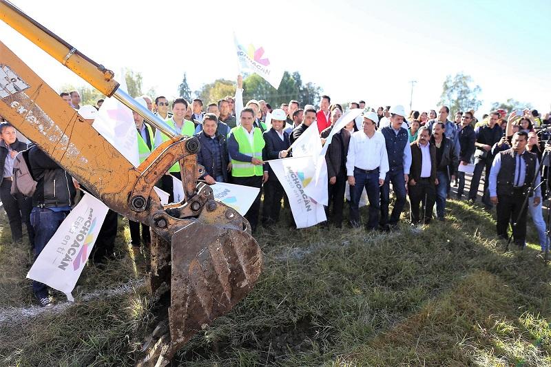 Los trabajos se realizarán en una longitud de 9.8 kilómetros y se edificarán dos carriles con un ancho de 3 metros, para conectar a Morelia con la comunidad de Uruapilla, en la tenencia de Santiago Undameo
