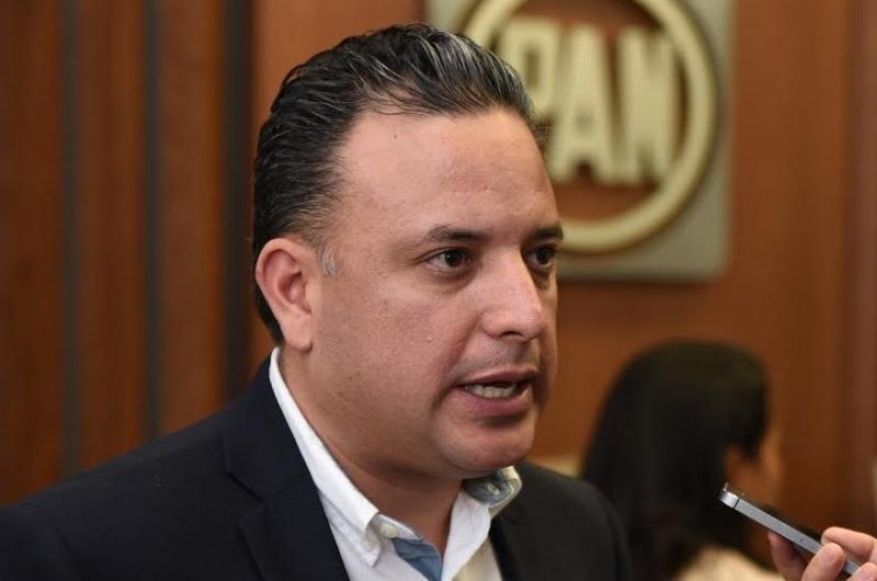 Quintana Martínez instó a los profesores de la Universidad Michoacana para que a la brevedad inicien los trabajos de reforma a su Ley Orgánica, debido a que de manera reiterada les ha pedido su disposición y comprensión con la crítica situación a la que se enfrenta esta institución