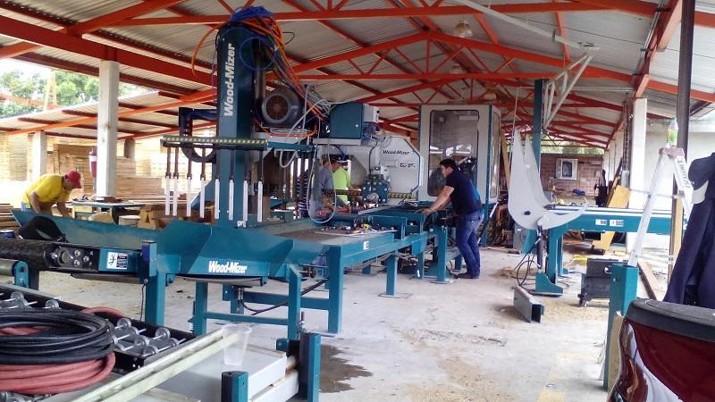 El gerente estatal de la CONAFOR en Michoacán, Osvaldo Fernández Orozco, señaló que es necesario que los productores primarios vinculen sus actividades con la industria de transformación y los canales de comercialización, manteniendo así un eje vertical