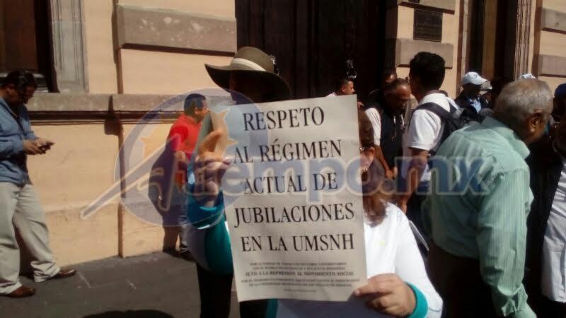 El insostenible régimen de jubilaciones y pensiones en la Universidad Michoacana tiene al borde de la quiebra financiera a la institución (FOTOS: MARIO REBOLLAR)