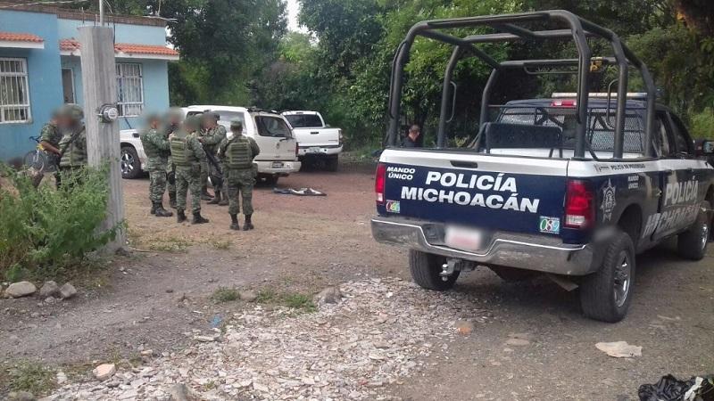 Al realizar un recorrido por el área, los soldados y los policías localizaron a Juan G., quien se encontraba escondido entre la maleza, por lo que fue asegurado para su investigación