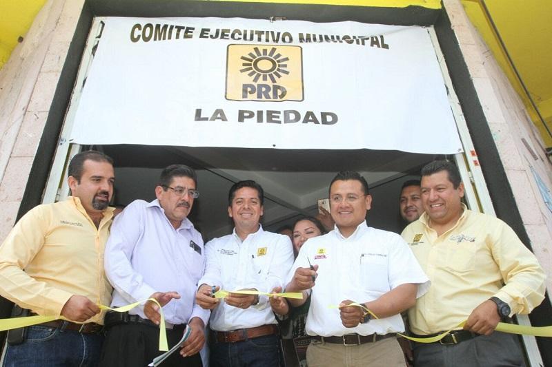 Antonio García Conejo, secretario general del PRD especificó que con acciones concretas se logran grandes cosas y en la línea política tener un sitio de reunión es un gran paso para que se fortalezca el partido