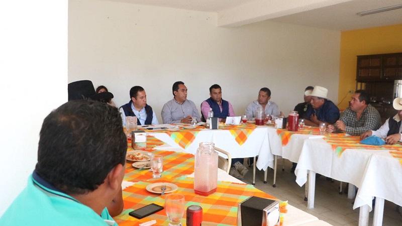 Carlos Herrera Tello, presidente municipal de Zitácuaro, manifestó que gracias a las gestiones y apoyo del gobernador, Silvano Aureoles Conejo, se han podido realizar inversiones en cuanto a infraestructura educativa y carretera