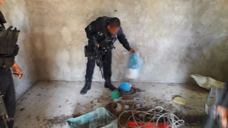 Posterior a la acción, algunos pobladores intentaron bloquear la salida de los policías y militares, del municipio por lo que en la acción fue detenido César V., de 27 años de edad y un menor de edad