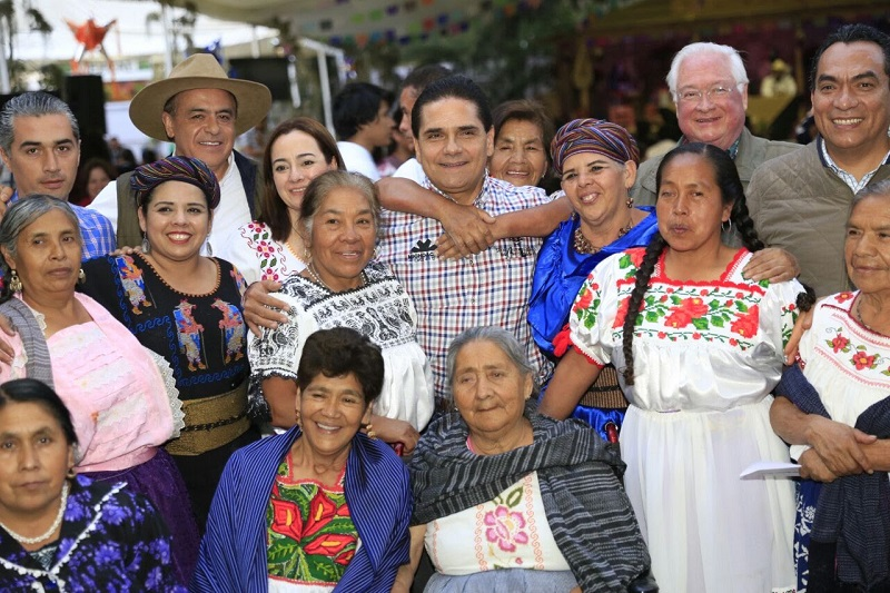 Aureoles Conejo expresó a las cocineras su admiración por la labor que desempeñan, porque juegan un importantísimo papel en la proyección de la identidad de Michoacán