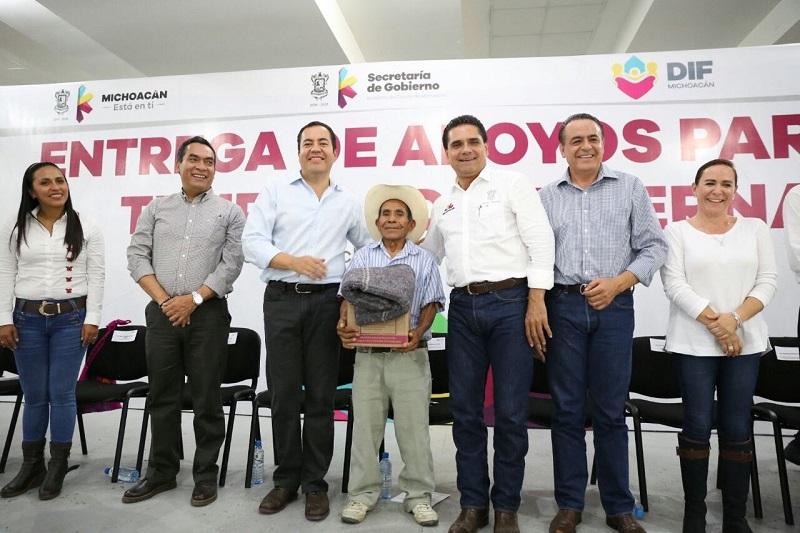 El mandatario michoacano enfatizó que el objetivo primero y último de todo servidor público, es el ayudar a la gente
