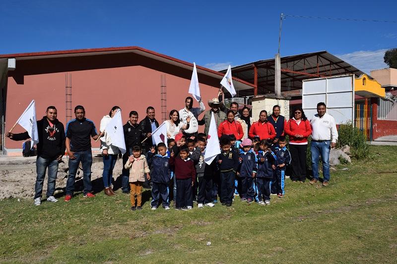 María Guadalupe Díaz recordó que en este plantel ya se realizó la sustitución de aulas de palitos por tres salones didácticos, con una inversión de 854 mil 588 pesos
