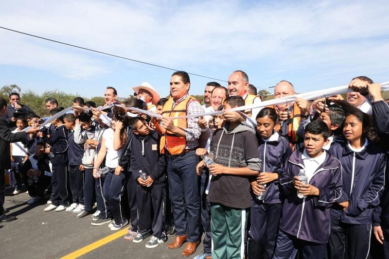 Silvano Aureoles destacó que Michoacán es la única entidad en la que de cada peso que se recauda para la hacienda pública, 25 centavos se regresan a municipios y 75 para el estado