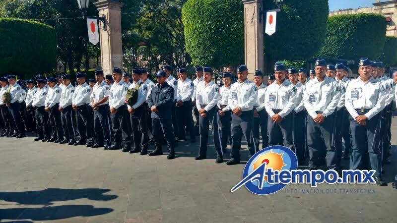El acto formal fue presidido por el titular de la SSP, Juan Bernardo Corona; el subsecretario de Seguridad Pública, Carlos Gómez Arrieta; y, el director del IEESSPP, José Antonio Bernal (FOTOS: FRANCISCO ALBERTO SOTOMAYOR)